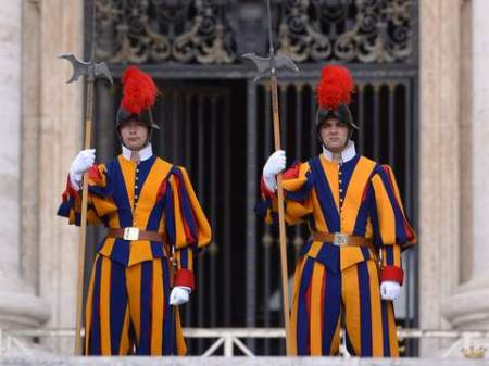 Swiss guards stand in St Peter's square during Pope Francis general audience on May 20, 2015 in Vatican.  AFP PHOTO / FILIPPO MONTEFORTE        (Photo credit should read FILIPPO MONTEFORTE/AFP/Getty Images)