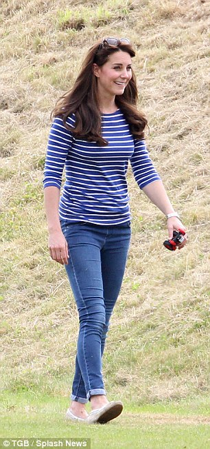 299E75E900000578-0-As_Kate_Middleton_33_showed_off_her_post_baby_figure_in_skinny_j-m-22_1435097685739
