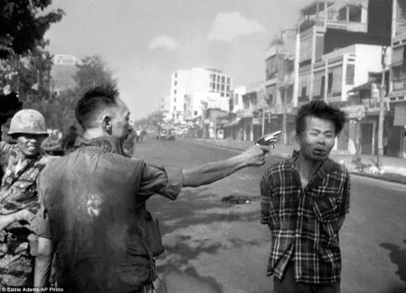 0021FC3E00000258-3222657-South_Vietnamese_police_chief_Nguyen_Ngoc_Loan_executes_a_handcu-a-1_1441402452070